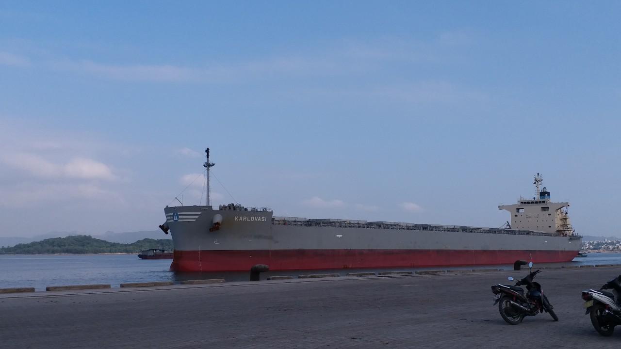 Tầu KARLOVASI ngô cảng Cái Lân