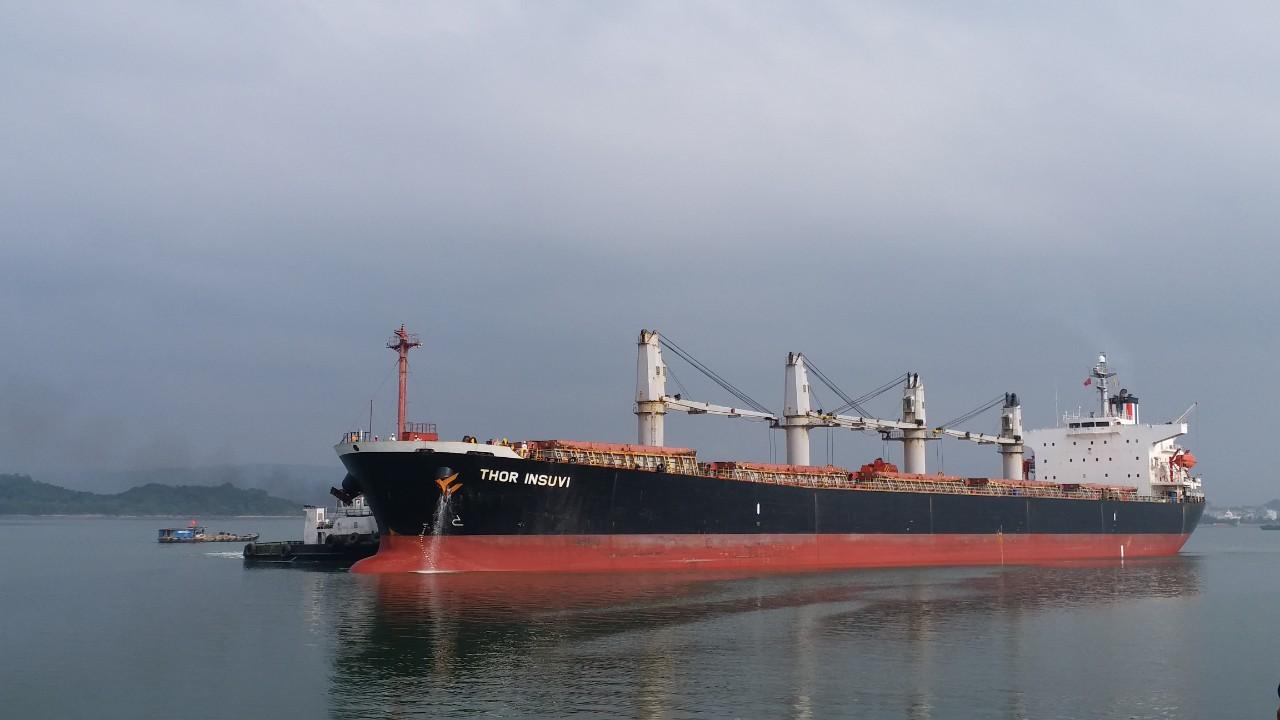Tầu THOR INSUVI khô đậu cảng Cái Lân