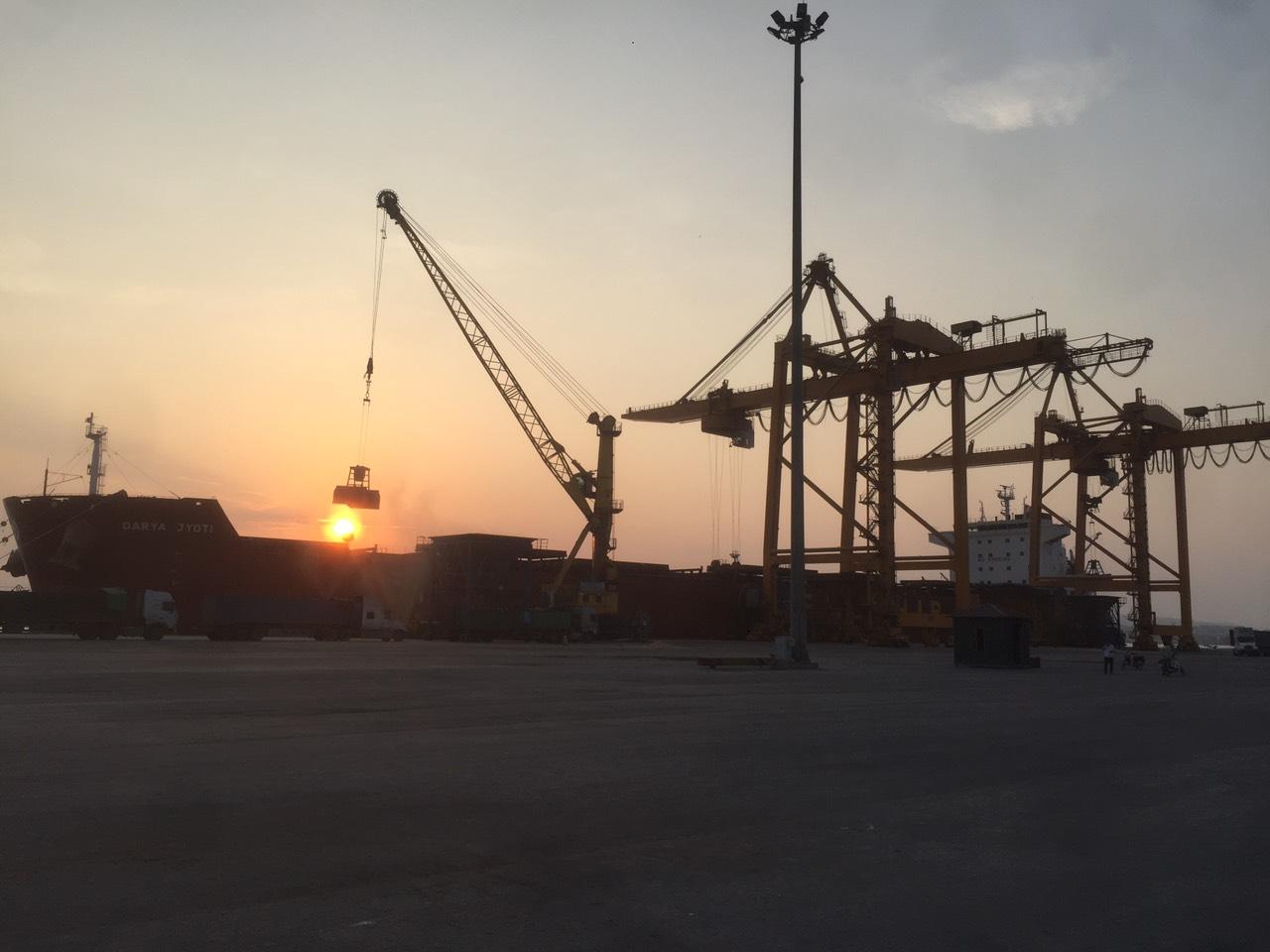 Tầu Darya Jyoti Ngô, khô đậu cảng Cái Lân