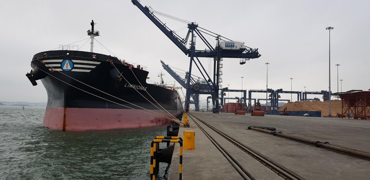 Tầu Limnionas Ngô + Khô Đậu cảng CICT