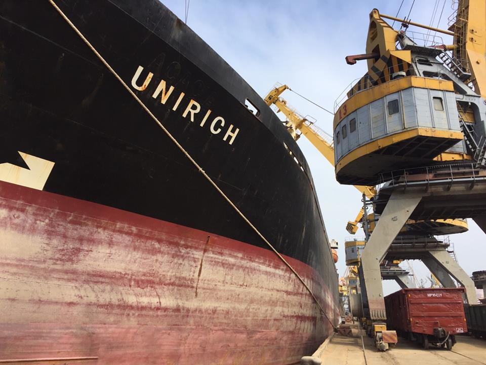 Tàu UNIRICH hàng Cám mỳ viên cảng Hoàng Diệu