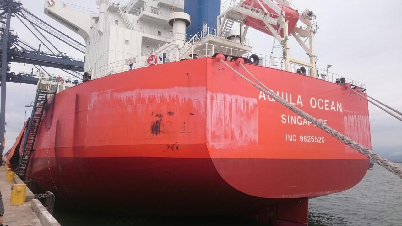 Tầu Aquila Ocean khô đậu cảng CICT