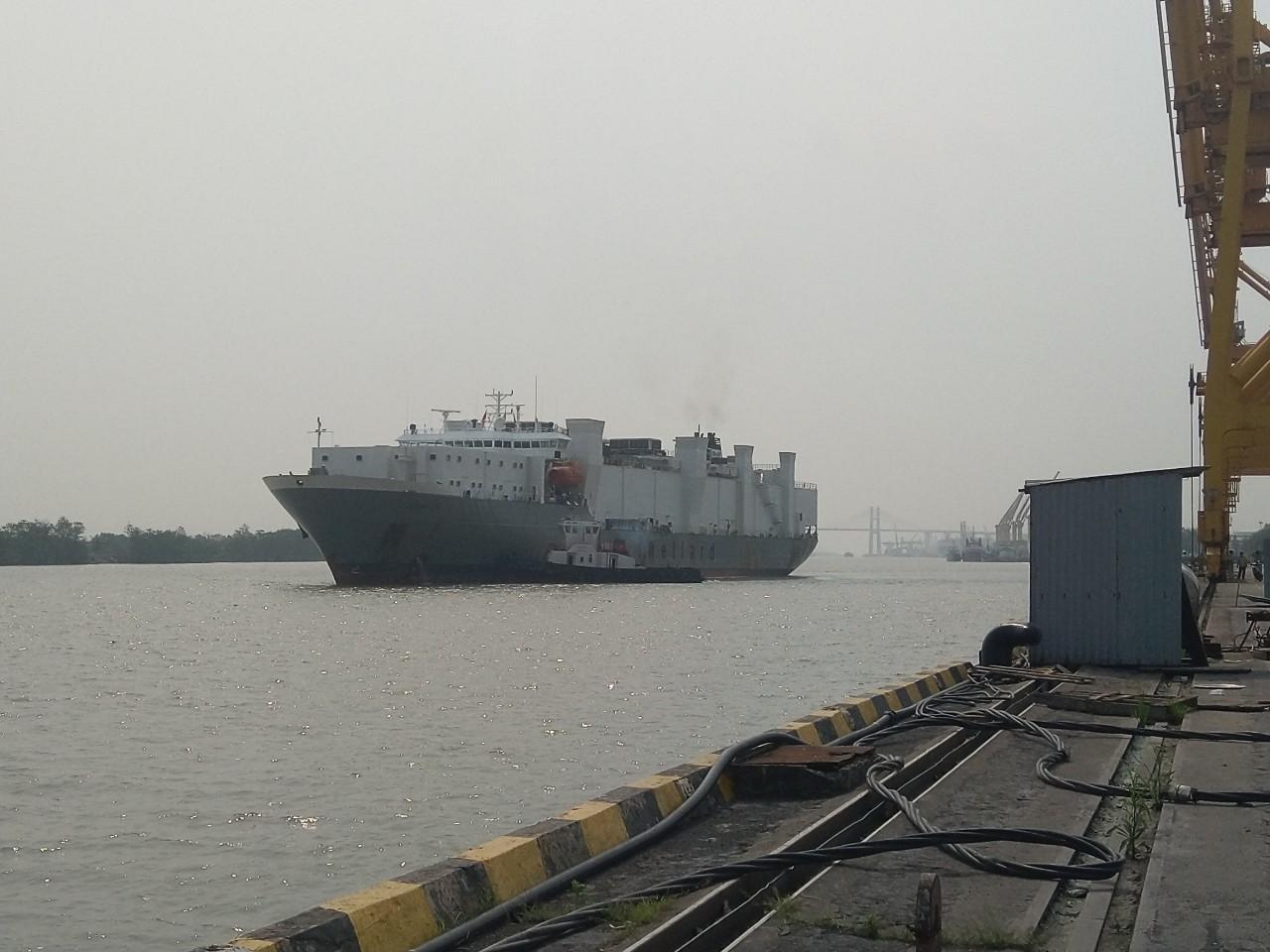 Tàu bòúc OCEAN UTE cảng Chùa Vẽ
