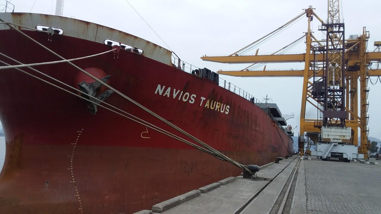 Tầu NAVIOS TAURUSNgô cảng Cái Lân
