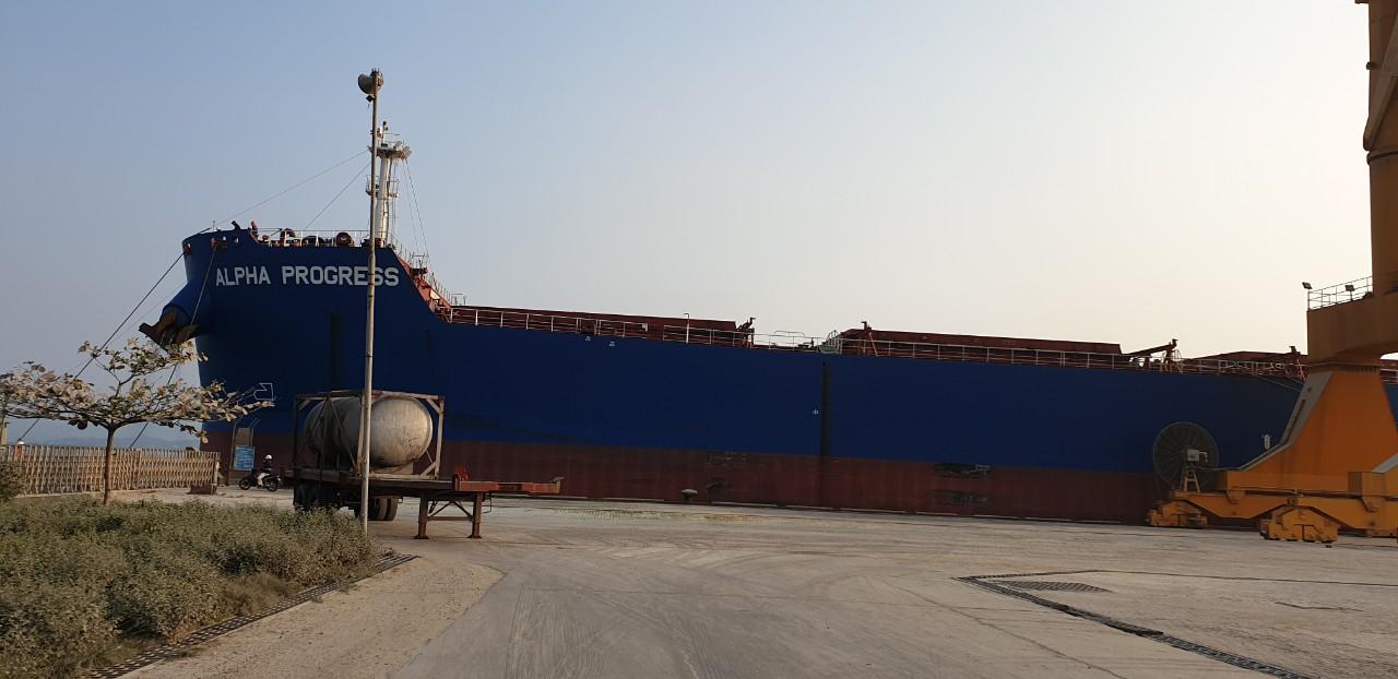 Tầu ALPHA PROGRESS Ngô cảng Cái Lân